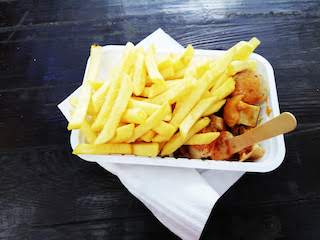 Curry Wurst & fries